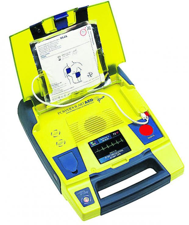 Brentwood Weekly News: Shop in Shenfield given defibrillator