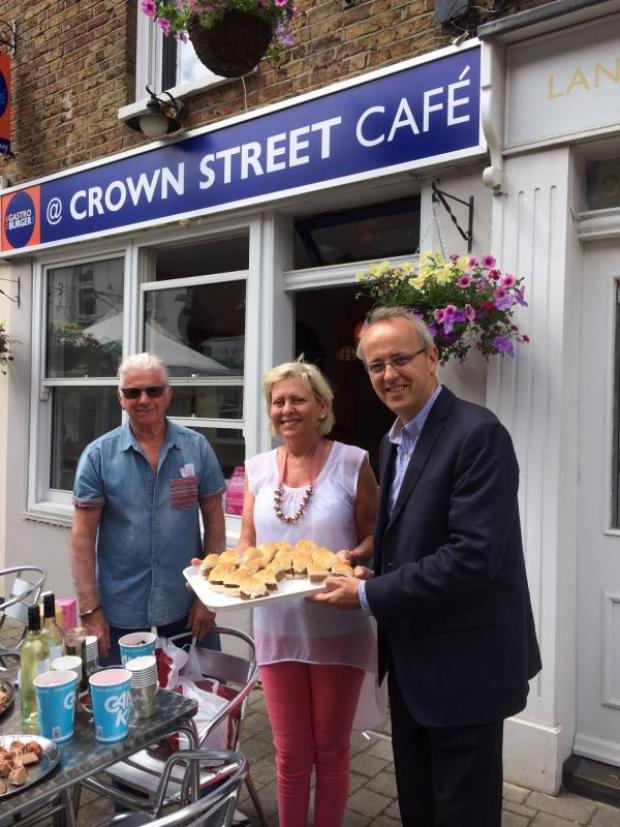 Brentwood Weekly News: Free nibbles were on offer outside the Crown Street Café. Here are owners Sue and Ian Page with Cllr David Kendall